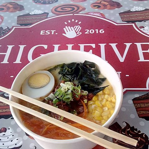 shiroramen_mangkokramen_highfive